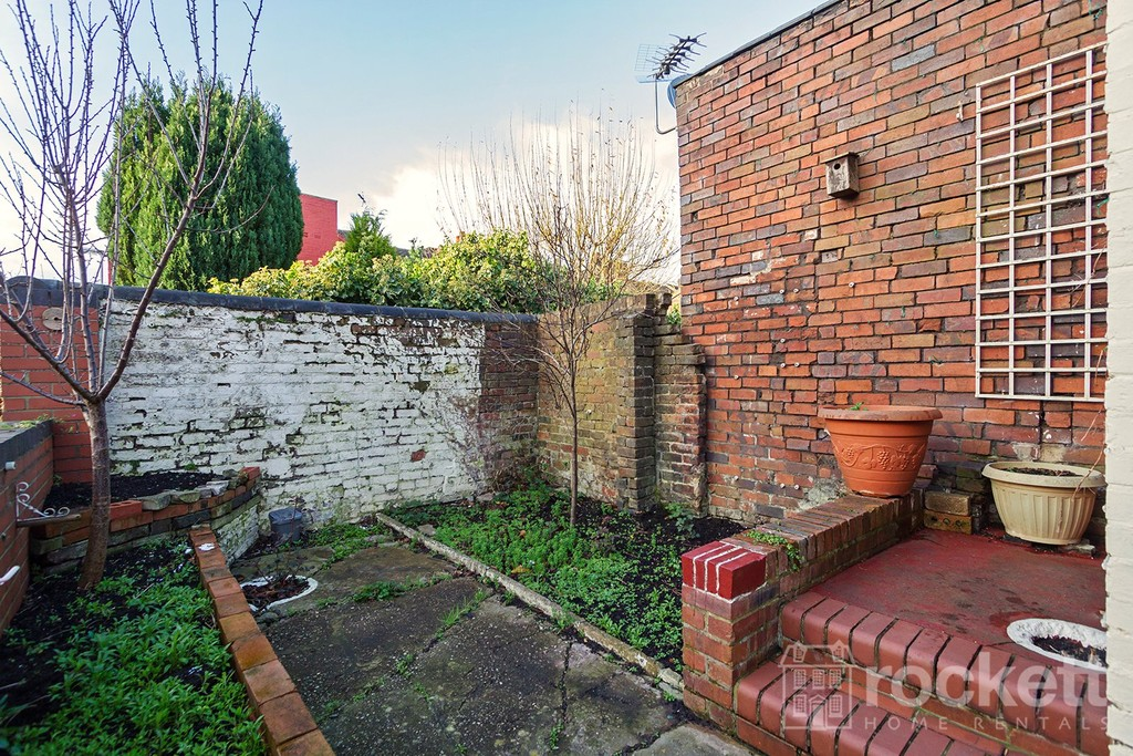 1 bed flat to rent in Broad Street, Newcastle Under Lyme  - Property Image 14