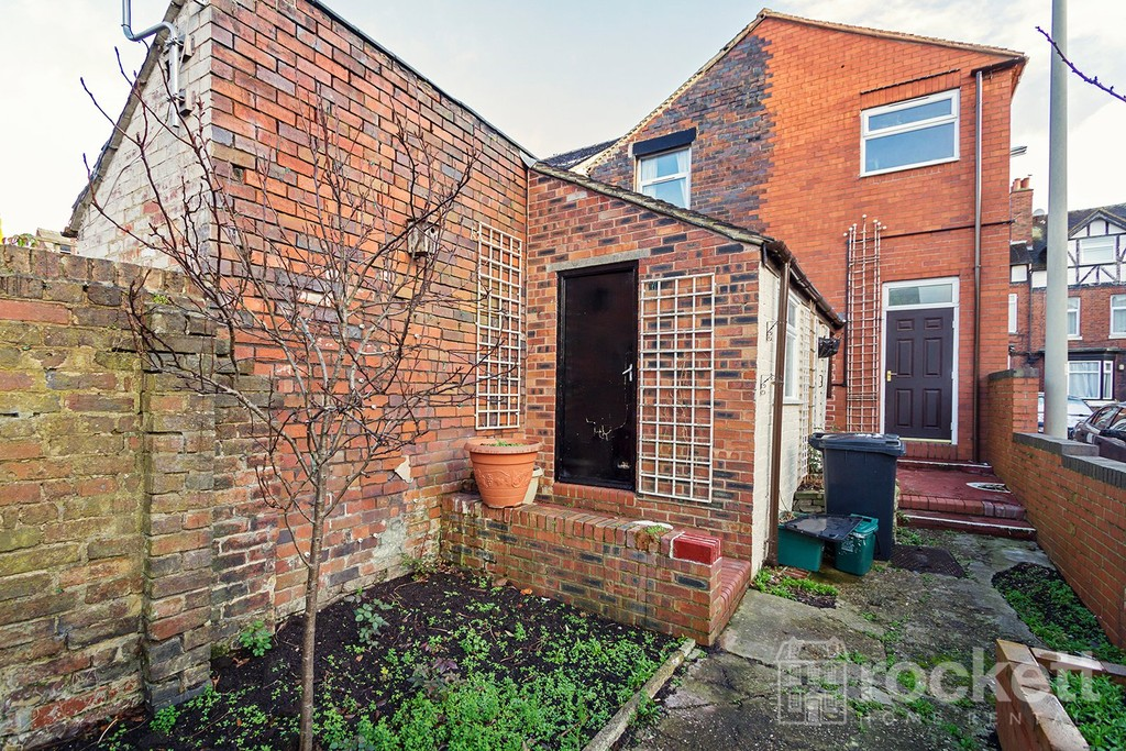1 bed flat to rent in Broad Street, Newcastle Under Lyme  - Property Image 15