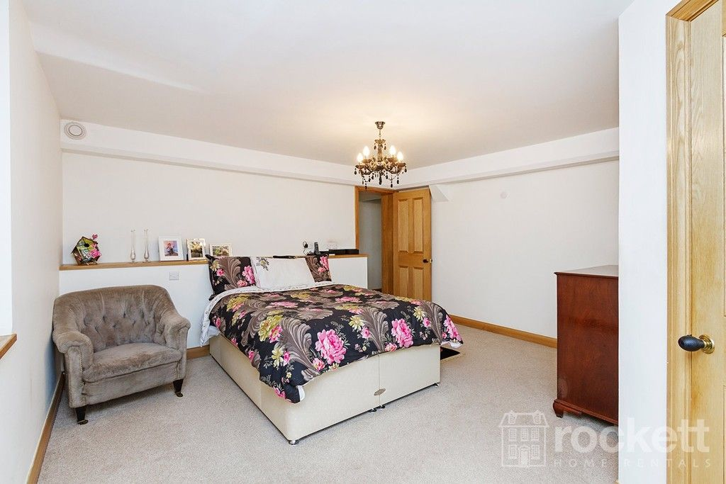 3 bed flat to rent  - Property Image 13