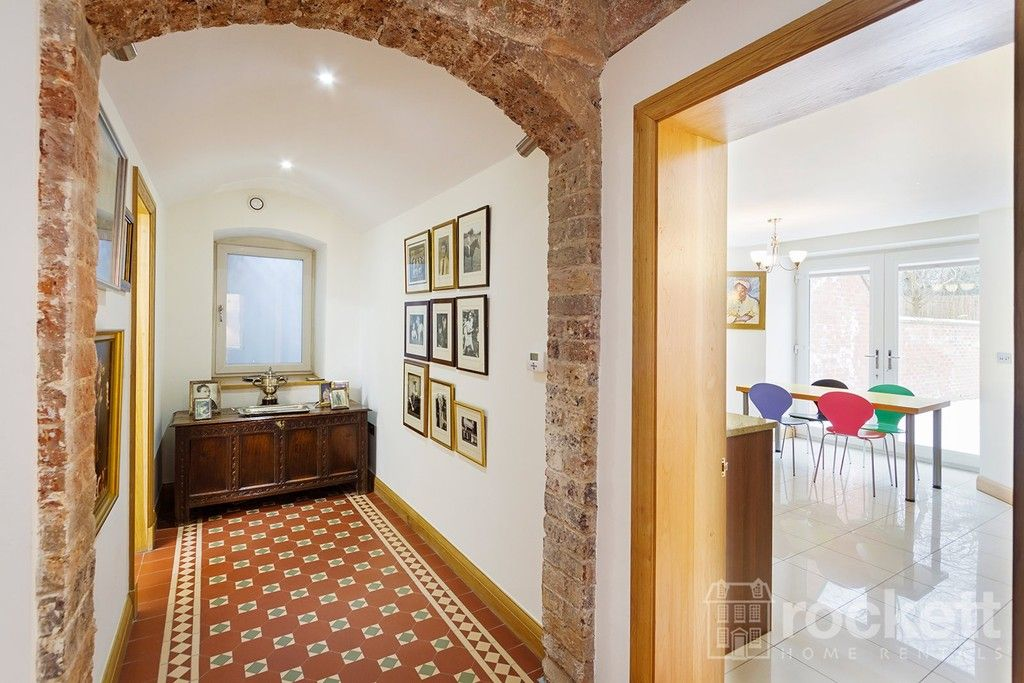 3 bed flat to rent  - Property Image 3