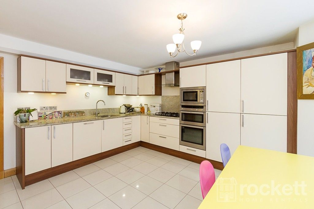 3 bed flat to rent  - Property Image 25