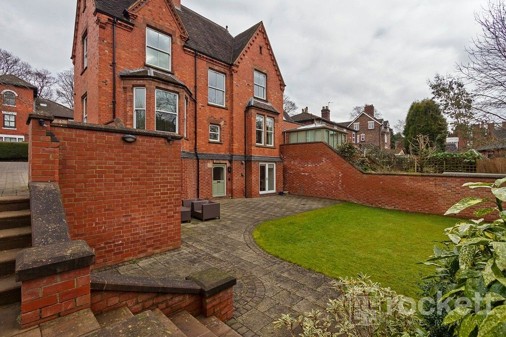 3 bed flat to rent  - Property Image 32
