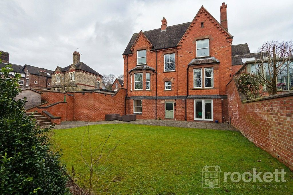 3 bed flat to rent  - Property Image 36