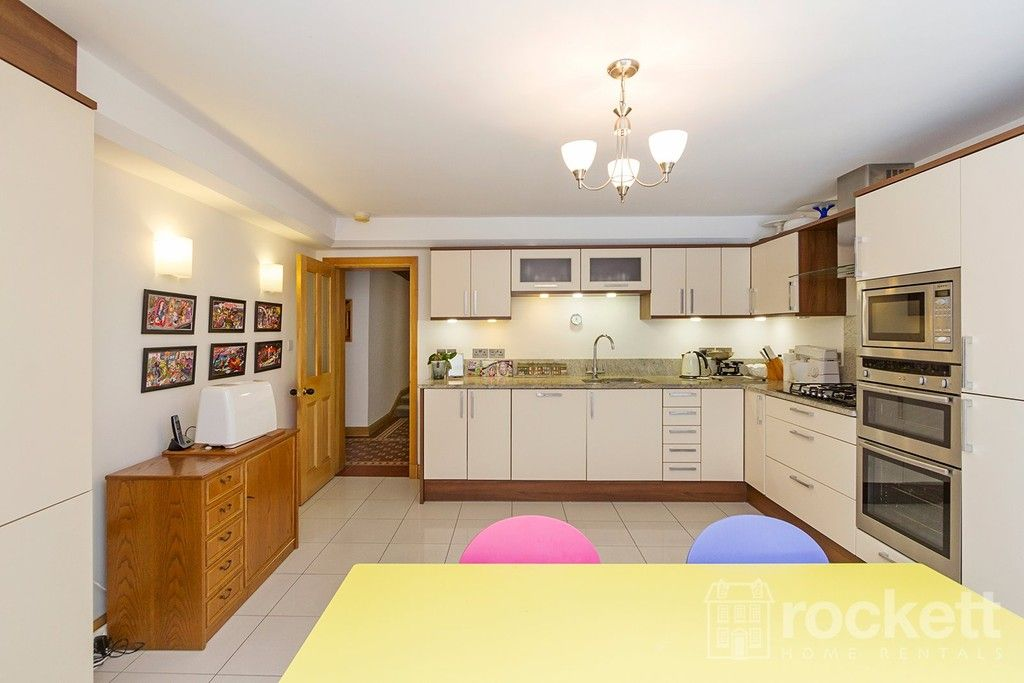 3 bed flat to rent  - Property Image 5