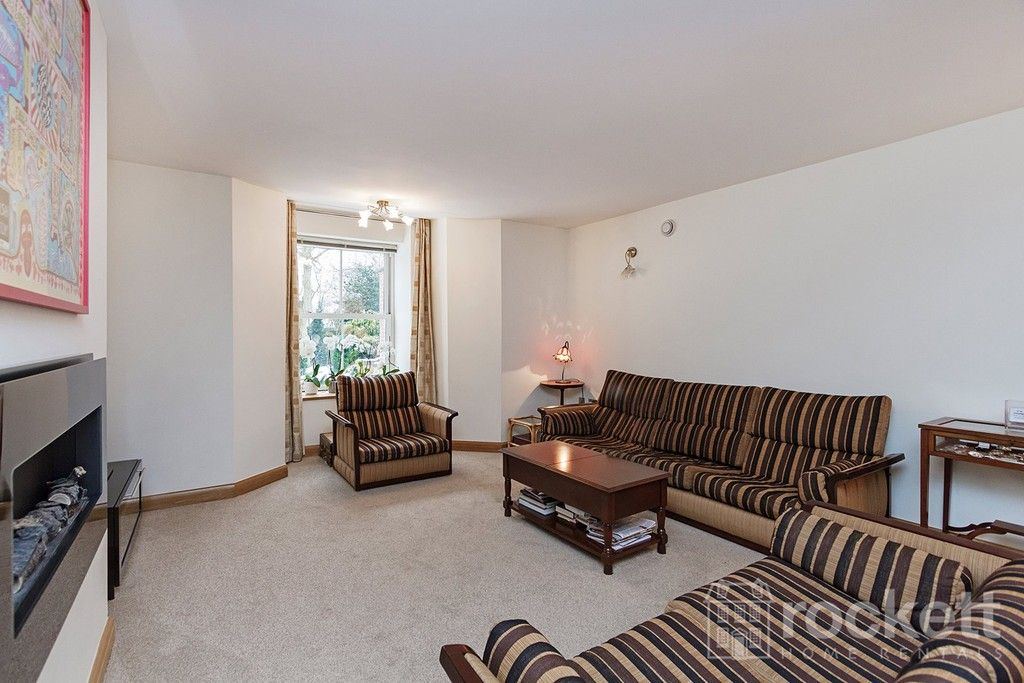 3 bed flat to rent  - Property Image 8
