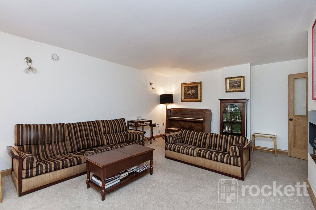 3 bed flat to rent  - Property Image 10