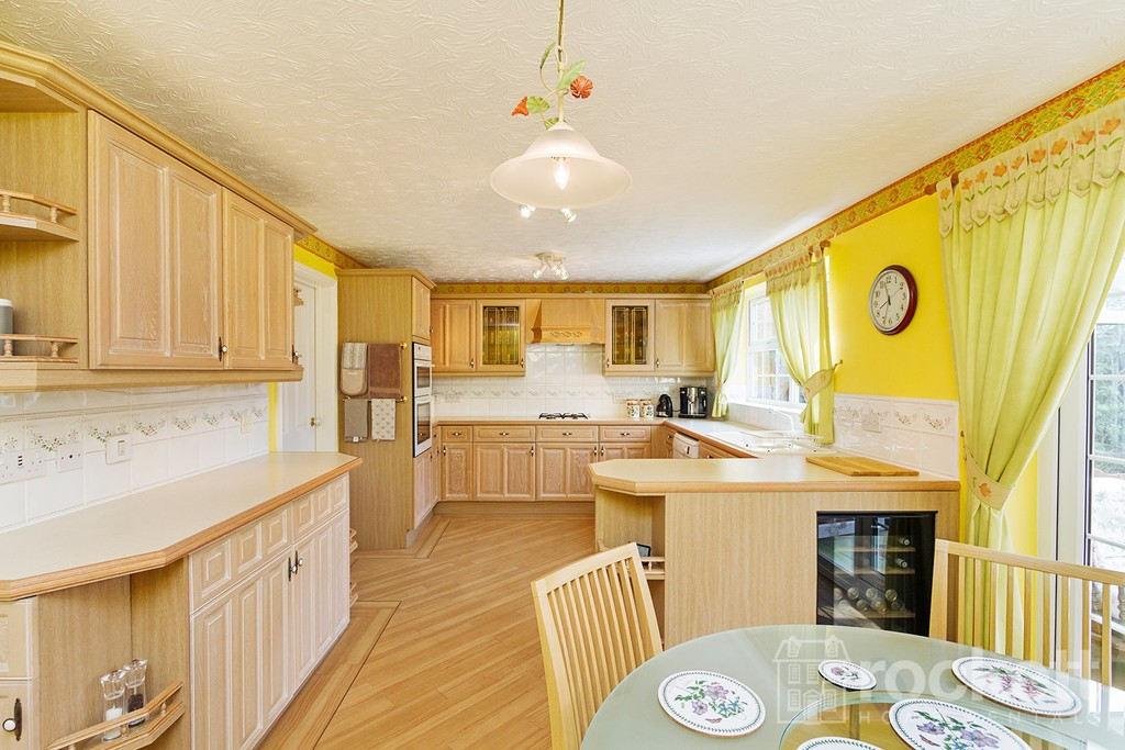 5 bed house to rent in Seabridge, Newcastle Under Lyme  - Property Image 8