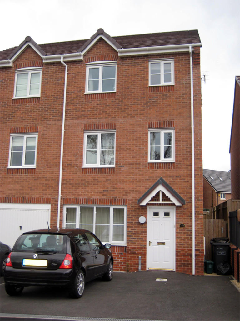 1 bed House to rent in Galingale View, Newcastle Under Lyme