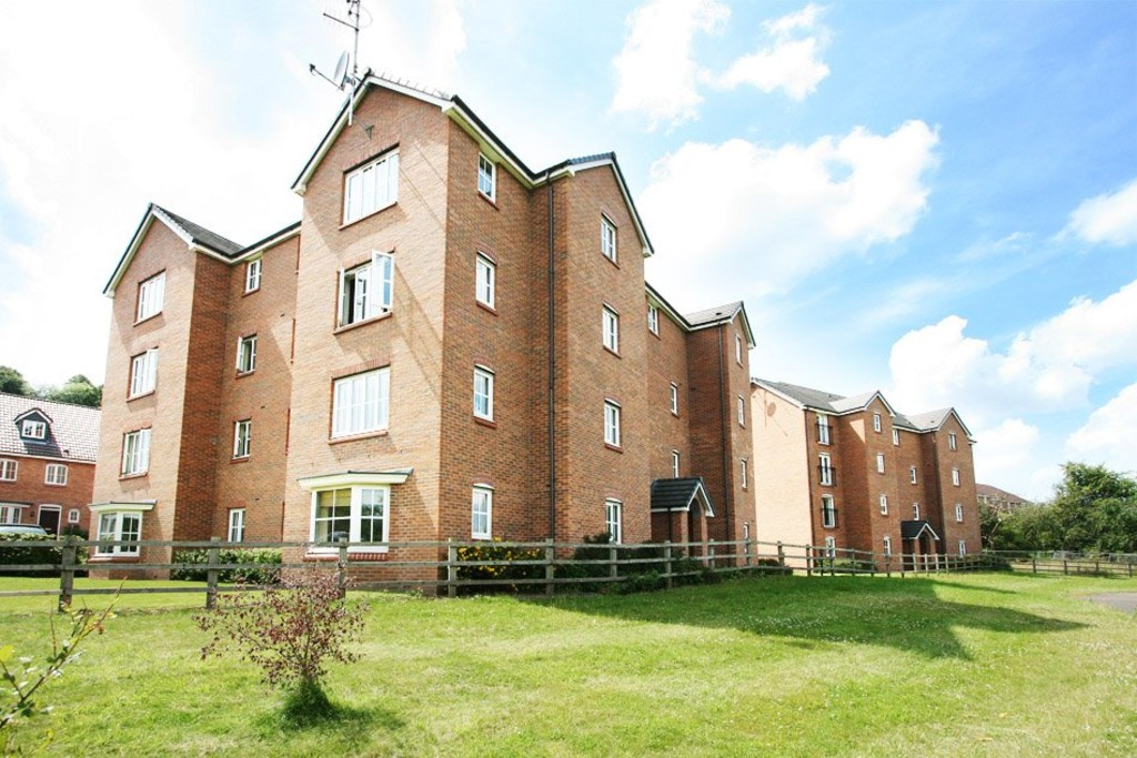 2 bed Flat to rent in Tansy Rise, Newcastle Under Lyme, ST5