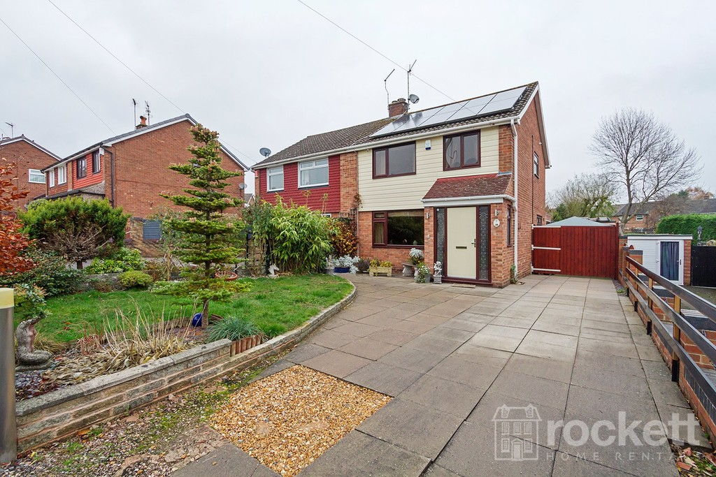 3 bed House to rent in Kensworth Close, Clayton, Newcastle Under Lyme, ST5 - Property Image 1