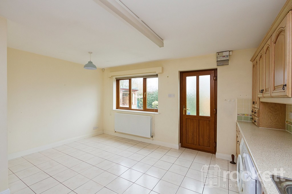 2 bed bungalow to rent in Primrose Hill, Hanford, Stoke-on-Trent  - Property Image 9