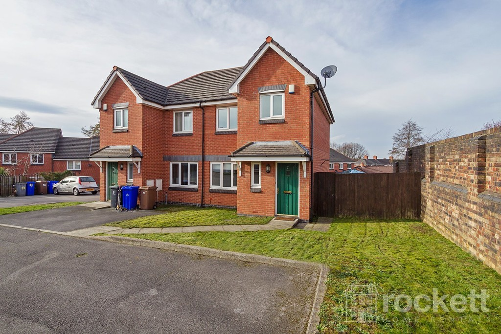 3 bed House to rent , ST4