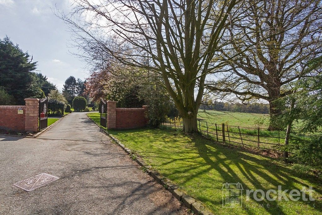 6 bed house to rent  - Property Image 3