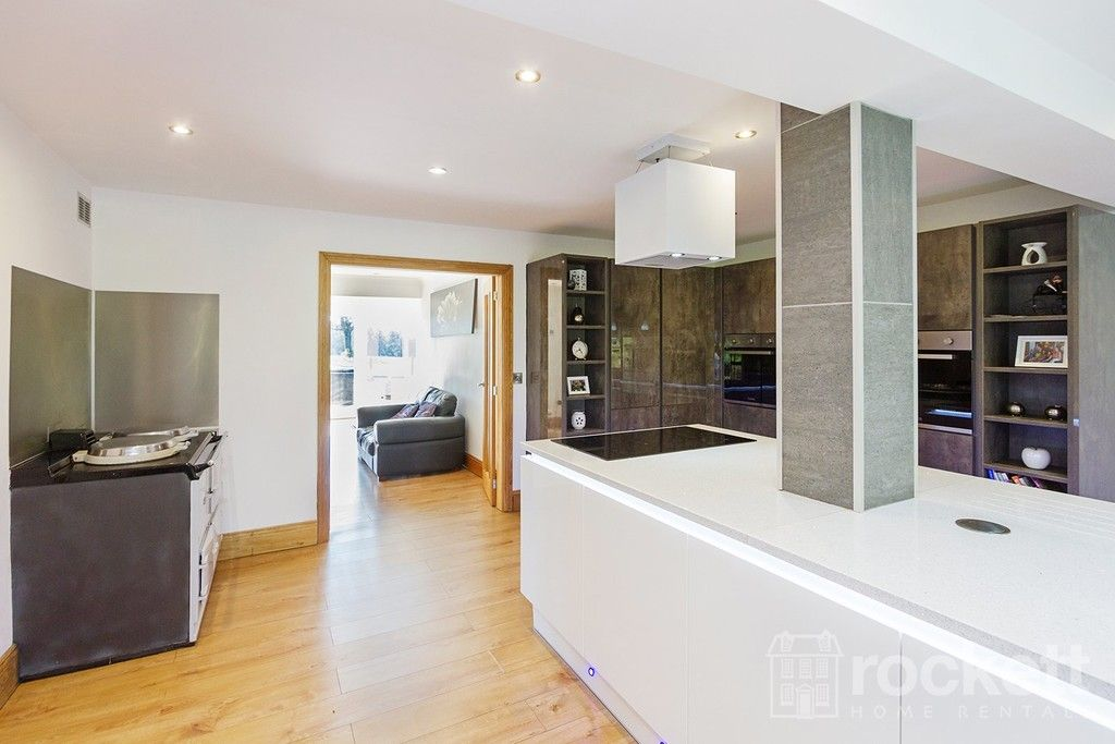 6 bed house to rent  - Property Image 36