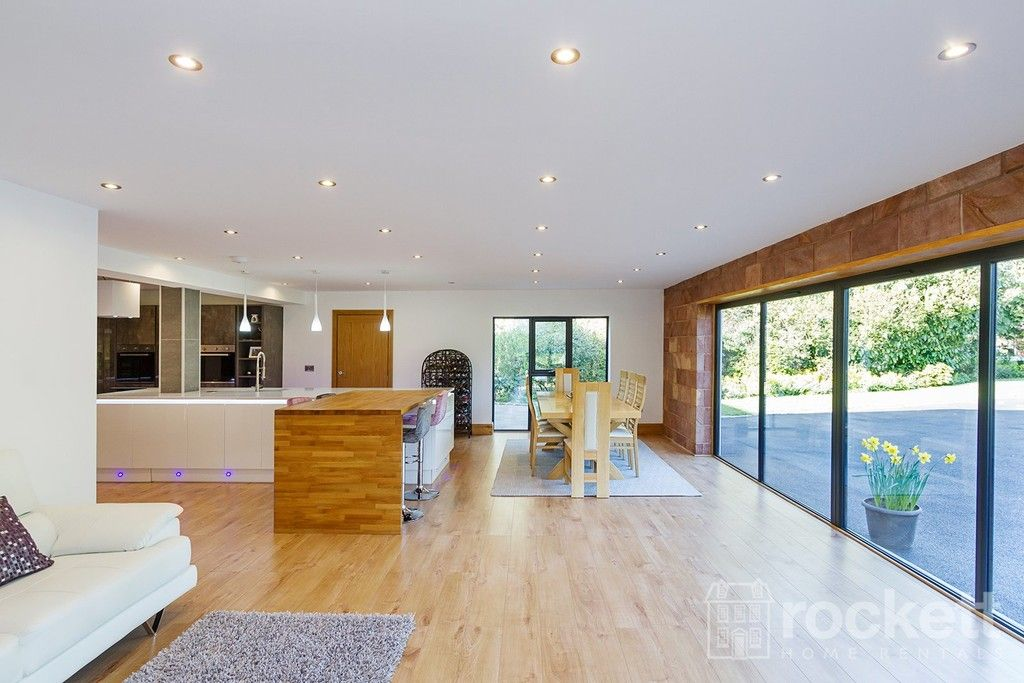 6 bed house to rent  - Property Image 37