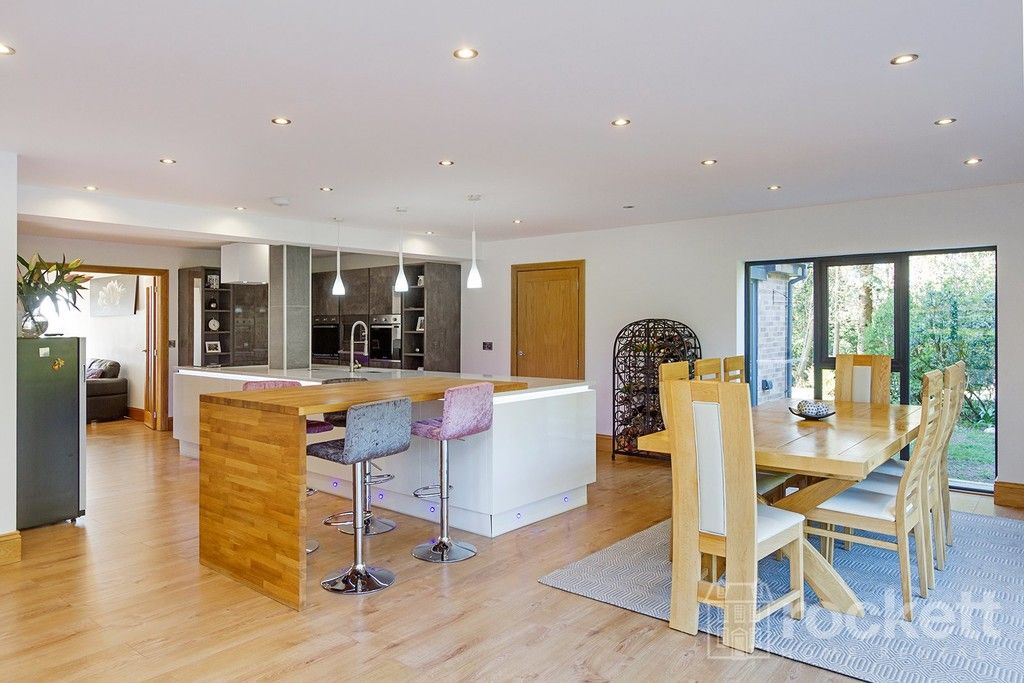 6 bed house to rent  - Property Image 5