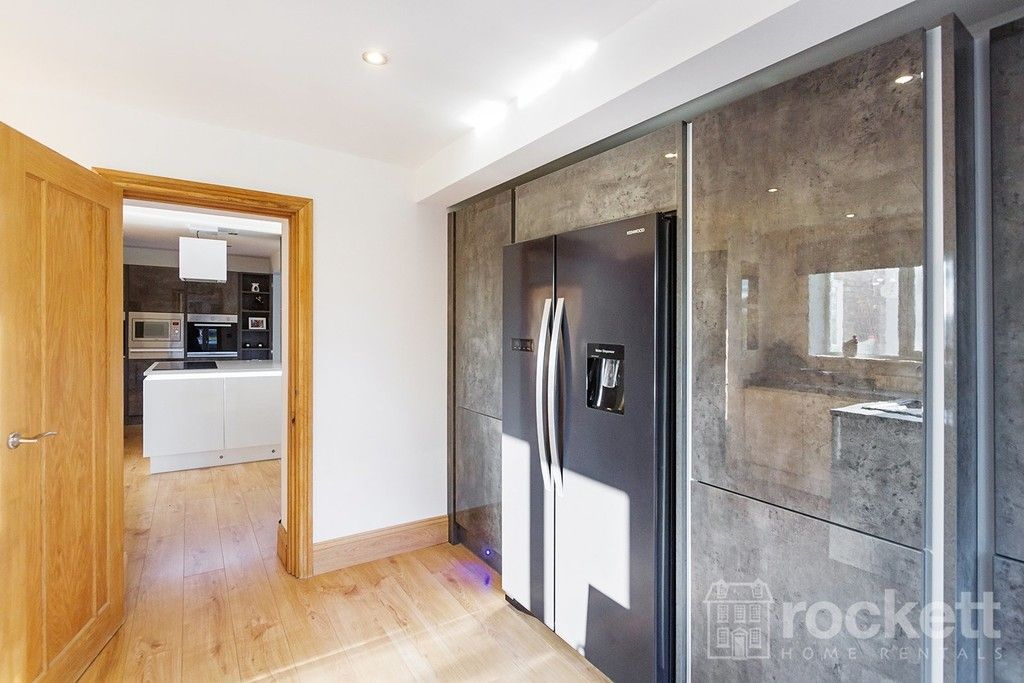 6 bed house to rent  - Property Image 45