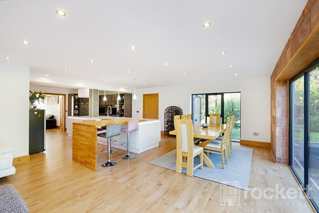 6 bed house to rent  - Property Image 6