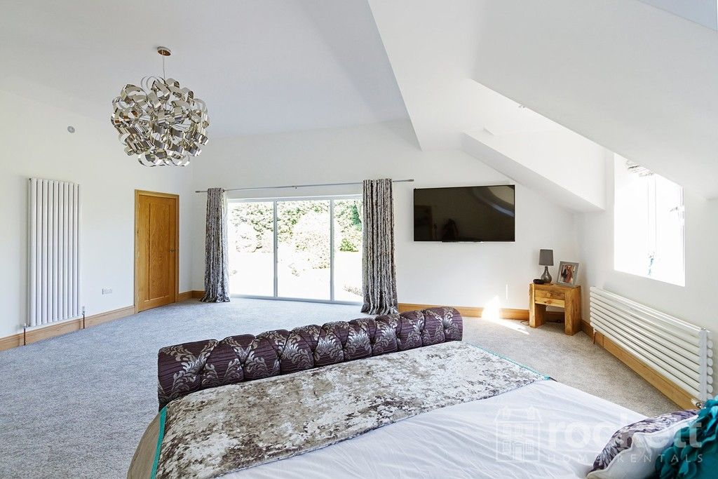 6 bed house to rent  - Property Image 58