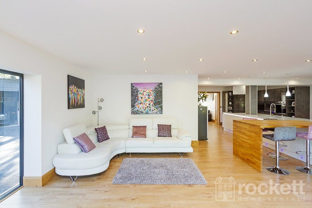 6 bed house to rent  - Property Image 9