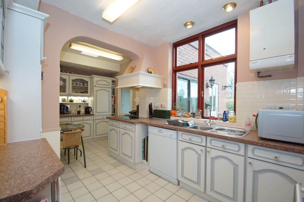 3 bed detached for sale in Stourbridge Road, Fairfield, Bromsgrove, B61  - Property Image 2