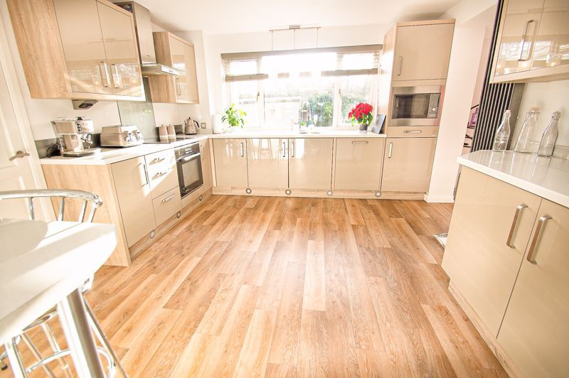 5 bed house for sale in Wolverton Close 3