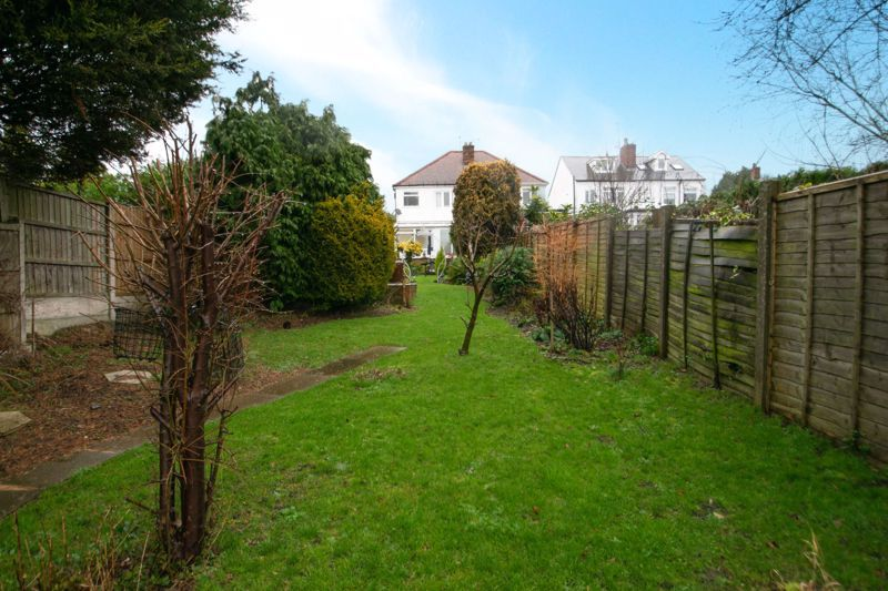 3 bed house for sale in Birch Road 11