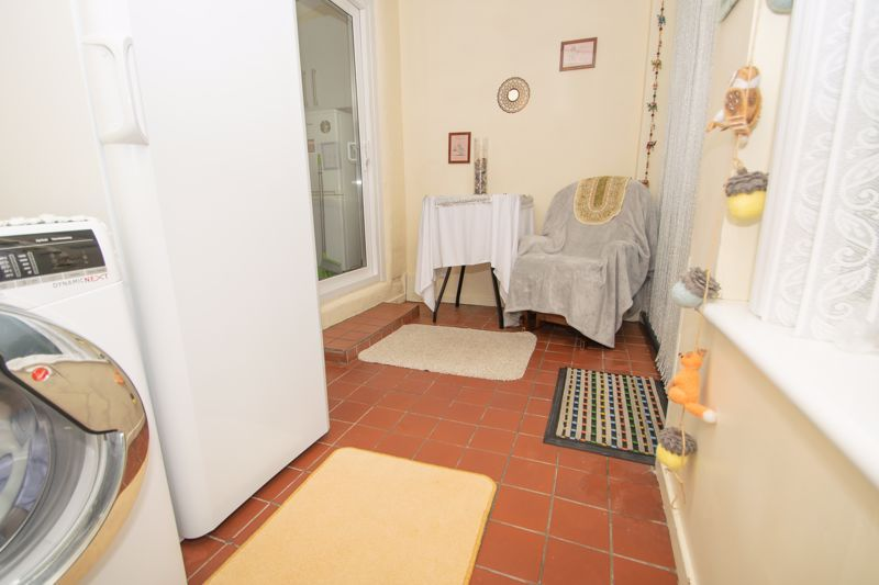 3 bed house for sale in Birch Road 7