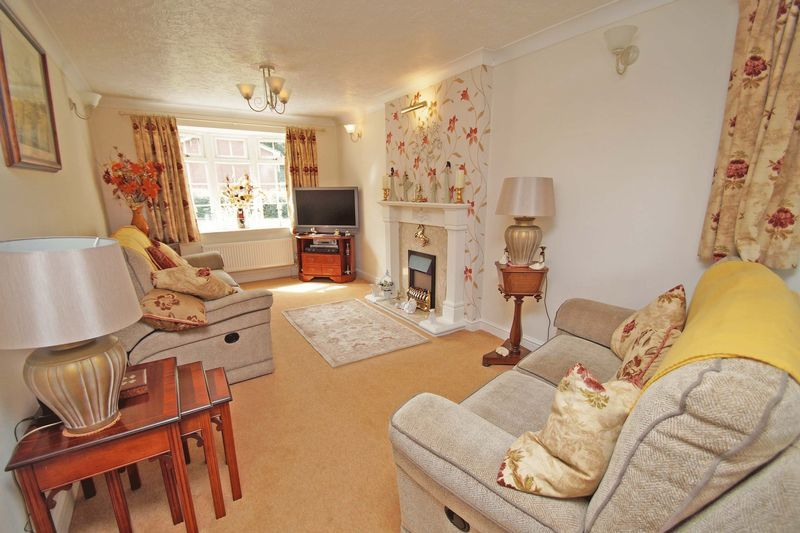 5 bed house for sale in Cranham Close 2