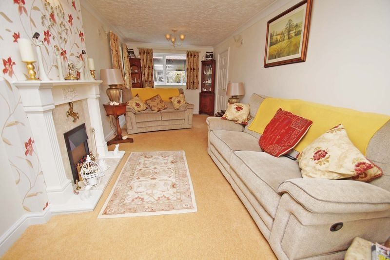 5 bed house for sale in Cranham Close 5