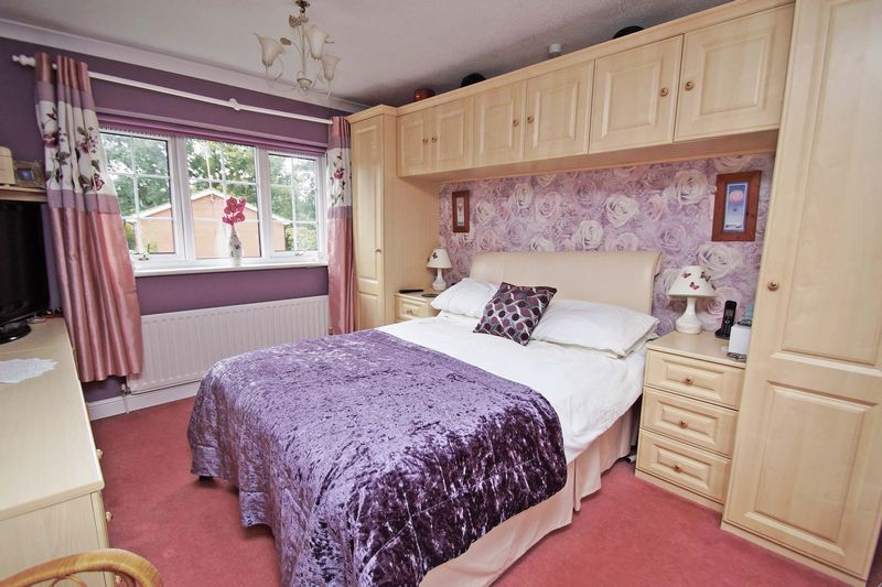 5 bed house for sale in Cranham Close  - Property Image 9