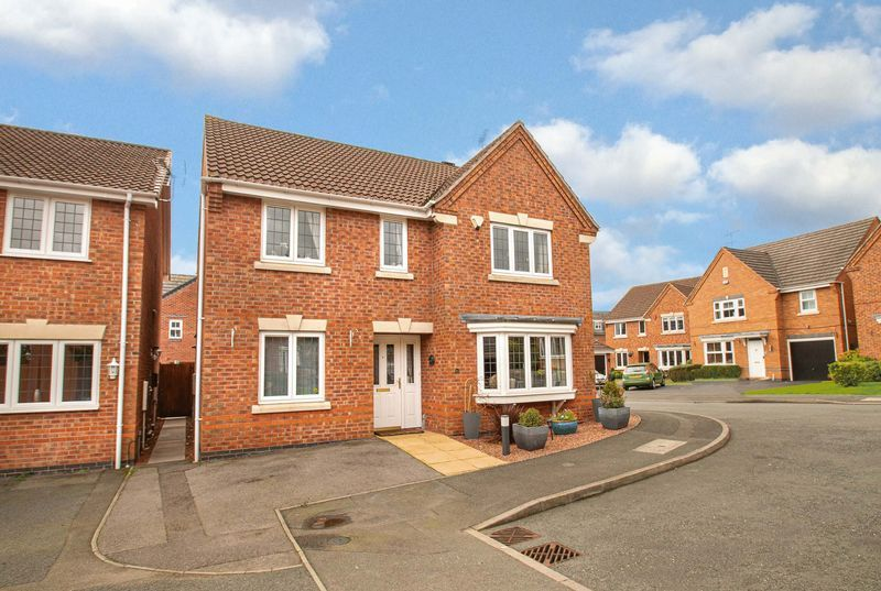 4 bed house for sale in Harris Close - Property Image 1