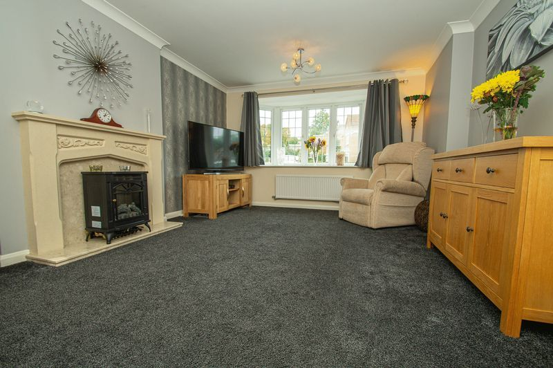 4 bed house for sale in Harris Close 2