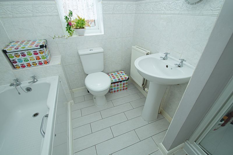 4 bed house for sale in Harris Close  - Property Image 12