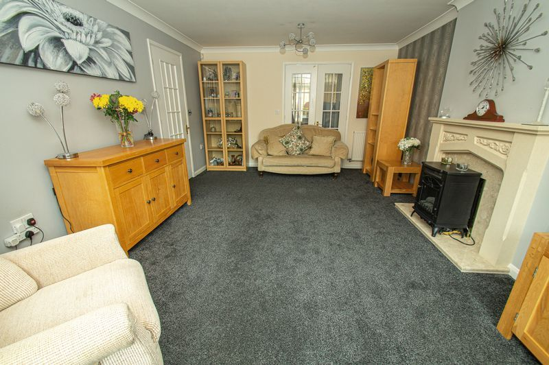 4 bed house for sale in Harris Close 3