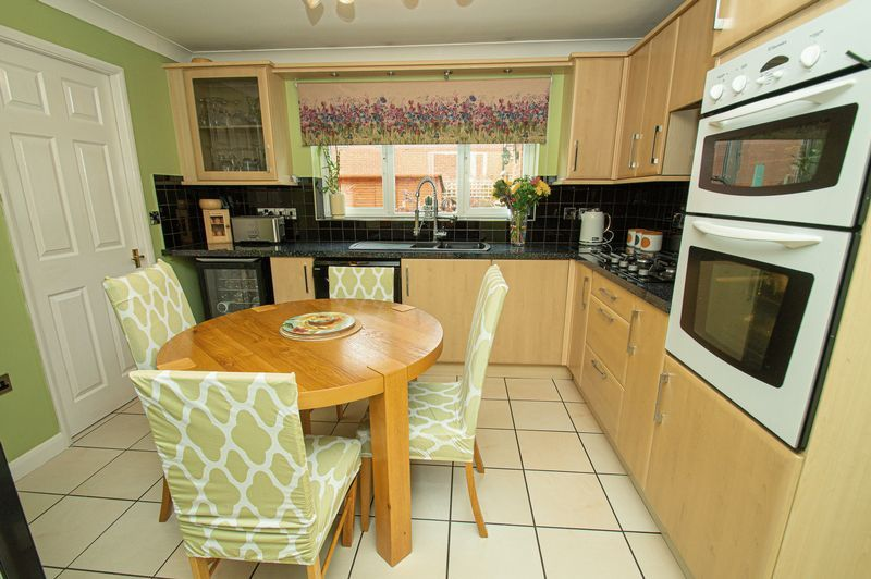 4 bed house for sale in Harris Close  - Property Image 4