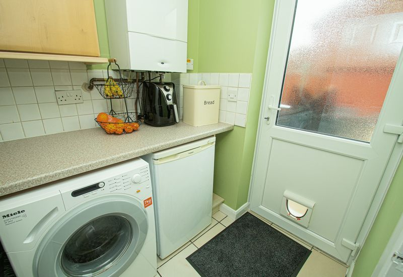 4 bed house for sale in Harris Close  - Property Image 5