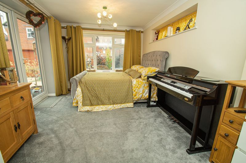 4 bed house for sale in Harris Close 6