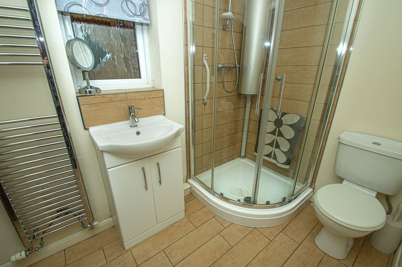 4 bed house for sale in Harris Close  - Property Image 7