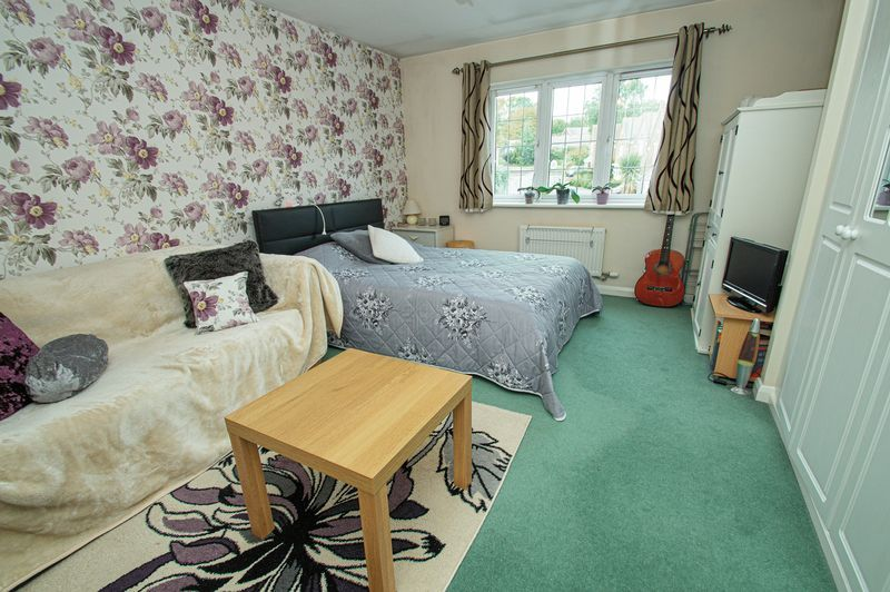 4 bed house for sale in Harris Close  - Property Image 8