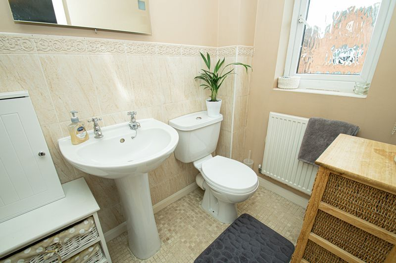 4 bed house for sale in Harris Close 9