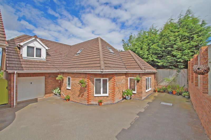 3 bed house for sale in Kestrel View - Property Image 1