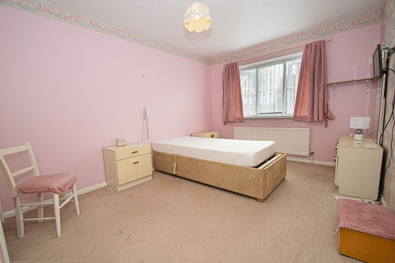 2 bed flat for sale in New Road  - Property Image 13
