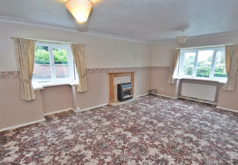 2 bed flat for sale in New Road 5