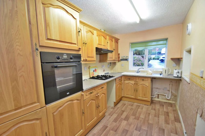 2 bed flat for sale in New Road  - Property Image 6