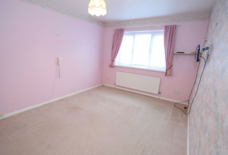 2 bed flat for sale in New Road  - Property Image 8