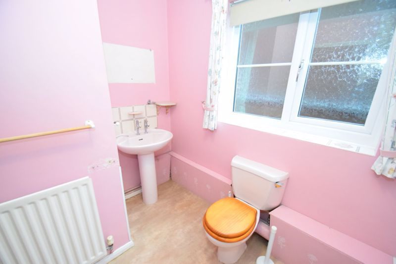 2 bed flat for sale in New Road  - Property Image 10