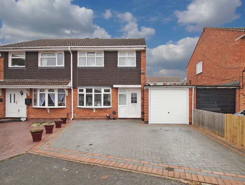 3 bed house for sale in Newent Close 1