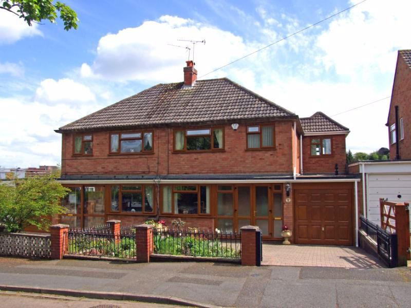 3 bed house for sale in Holmwood Drive 1