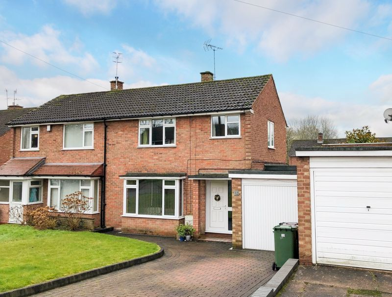 3 bed house for sale in Hopgardens Avenue - Property Image 1